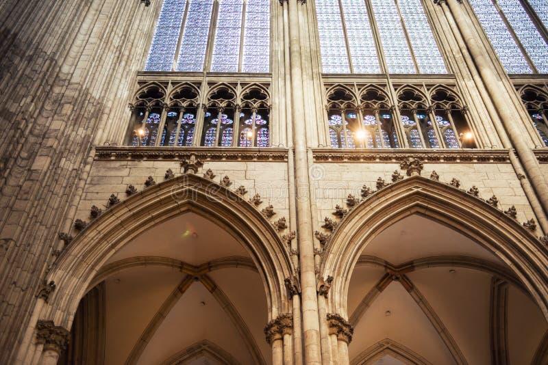 Innenraum von Köln-Kathedrale lizenzfreies stockbild