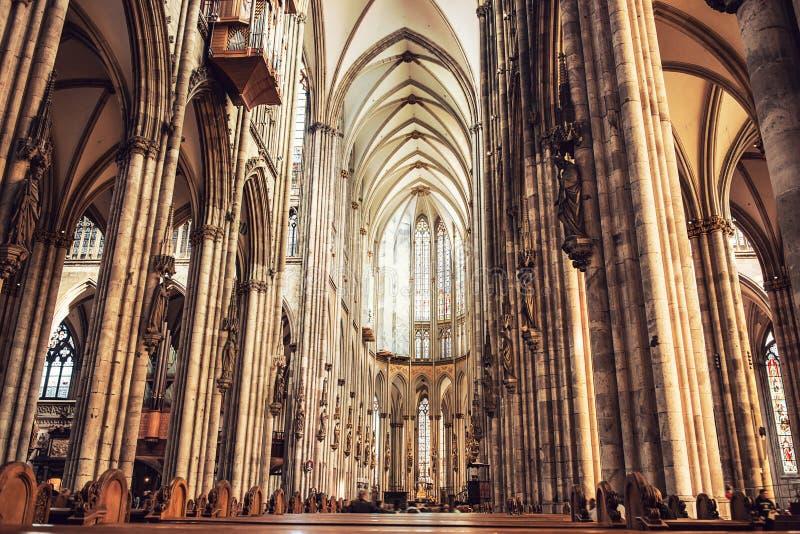 Innenraum von Köln-Kathedrale lizenzfreie stockfotografie