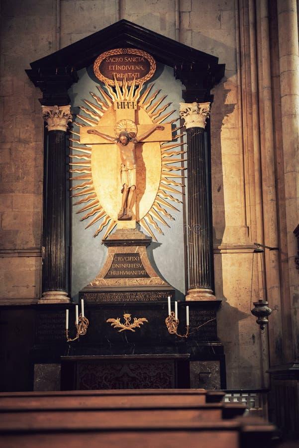 Innenraum von Köln-Kathedrale stockfoto