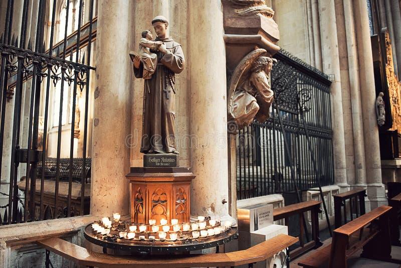 Innenraum von Köln-Kathedrale stockfotografie
