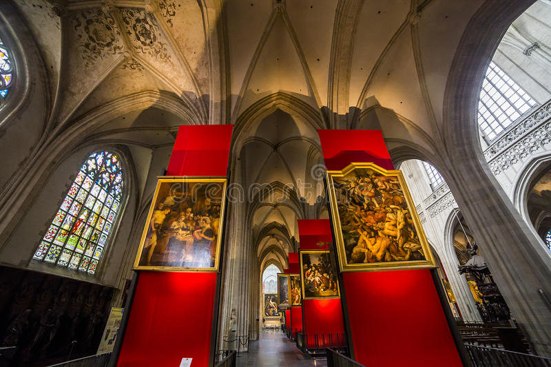 Innenraum von Notre- Damed'anvers Kathedrale, Anvers, Belgien lizenzfreie stockfotos