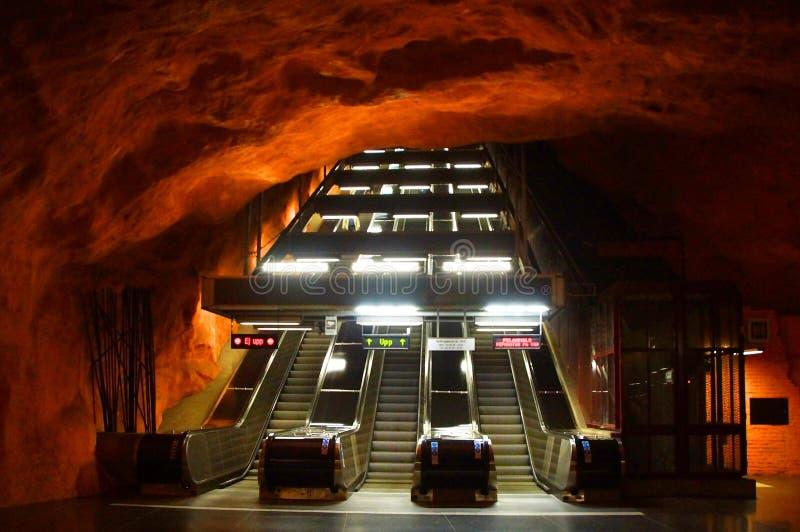 Innenraum von Radhuset-U-Bahnhof lizenzfreies stockbild