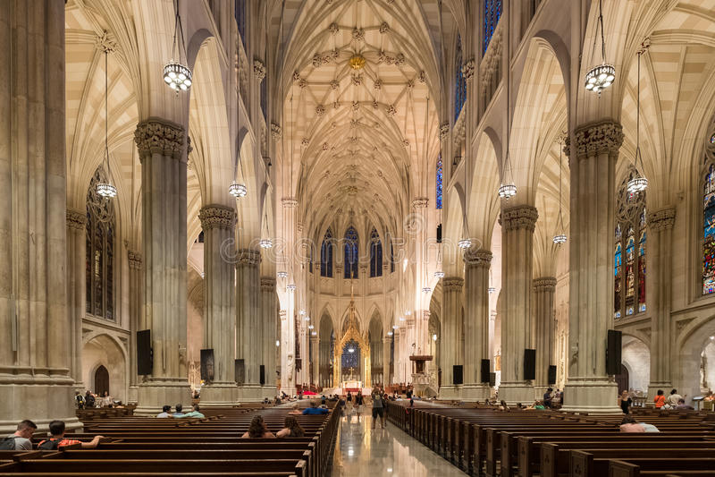 Innenraum von St Patrick Kathedrale in New York City lizenzfreies stockbild
