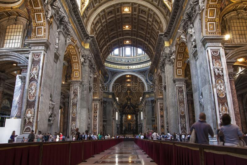 Innenraum von St- Peter` s Basilika San Pietro in Rom, Italien stockbild
