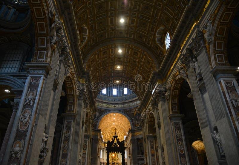 Innenraum von St- Peterbasilika in Vatikan lizenzfreies stockfoto