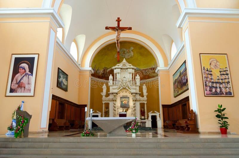 Innenraum von St- Stephen` s Kathedrale in Shkoder, Albanien lizenzfreie stockfotos