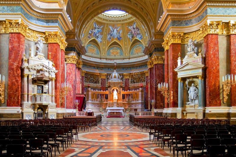 Innenraum von Stephens Basilika in Budapest stockfotos