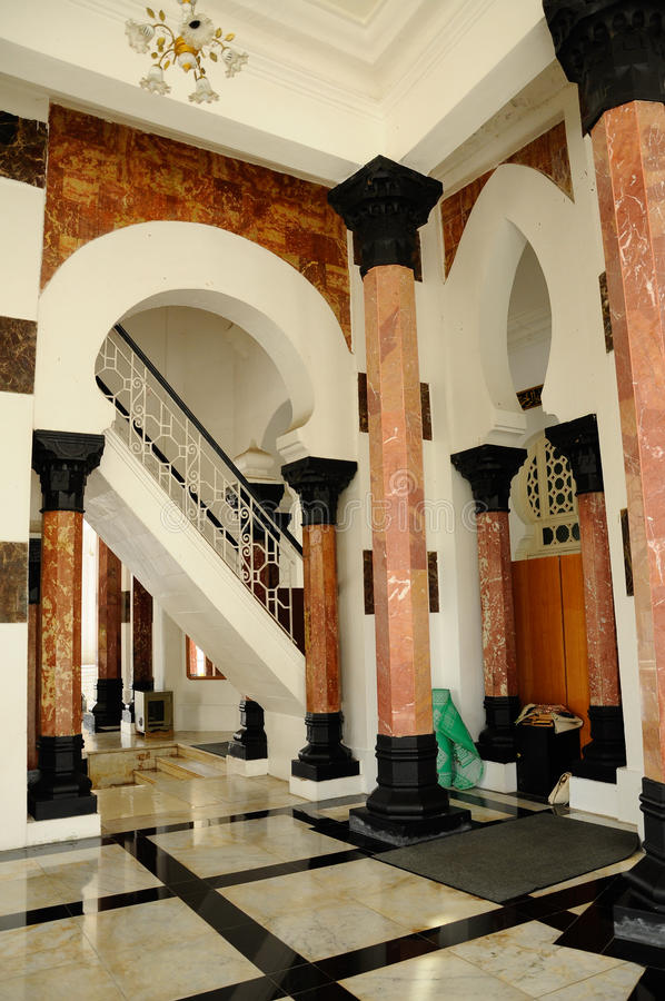 Innenraum von Ubudiah-Moschee bei Kuala Kangsar, Perak, Malaysia lizenzfreie stockfotografie