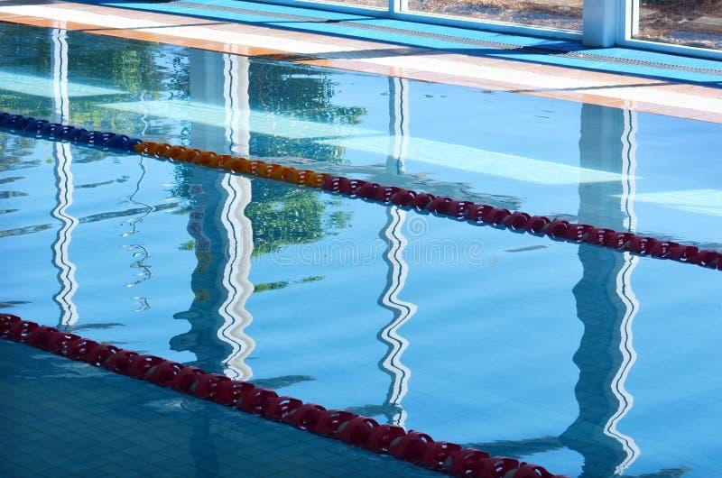 Innenswimmingpool lizenzfreie stockbilder