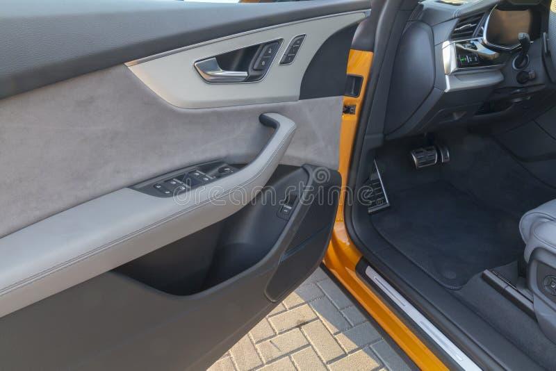 Innentür-Luxusauto lizenzfreies stockfoto