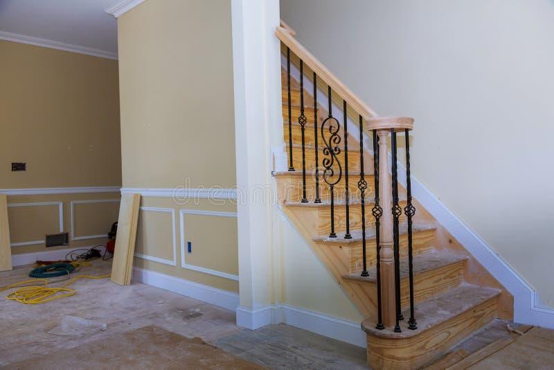 Innentrockenmauer- und Enddetails des schönen Wohnzimmerwohnungsneubaus stockbild
