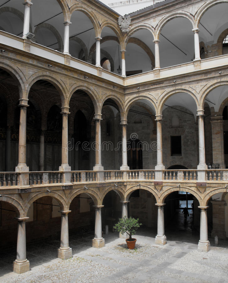 Download Inner Courtyard Of An Italian Palace. Royalty Free Stock Photography - Image: 9814287