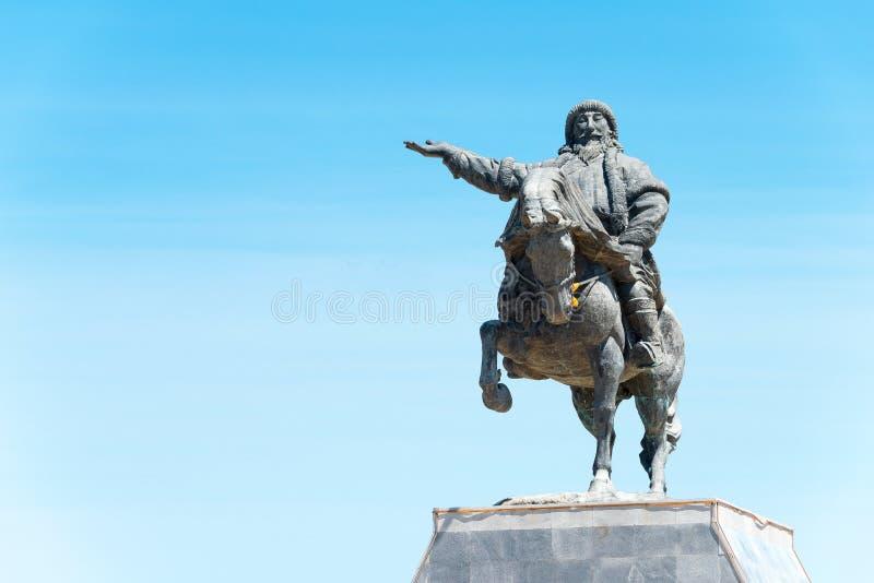 INNER MONGOLIA, CHINA - 10 de agosto de 2015: Kublai Khan Statue em Kubla fotos de stock