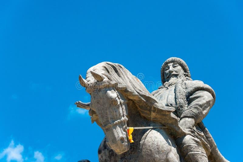 INNER MONGOLIA, CHINA - 10 de agosto de 2015: Kublai Khan Statue em Kubla imagem de stock royalty free
