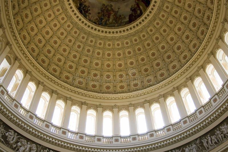 Innere Ansicht über die Rundbaudecke des US-Kapitols lizenzfreie stockfotos