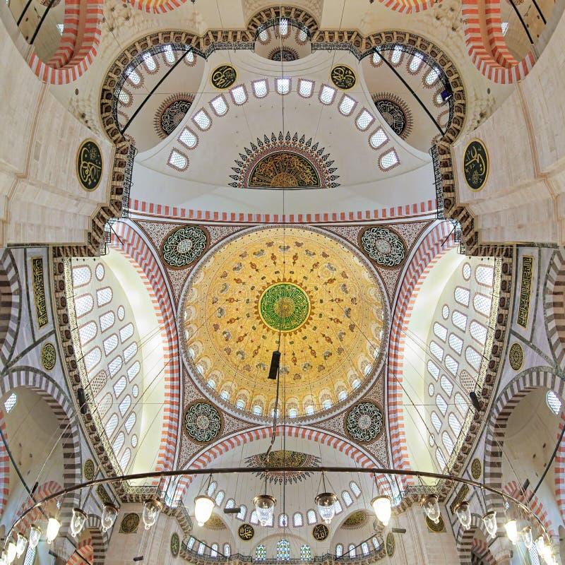 Innere Haube von Suleymaniye-Moschee in Istanbul, die Türkei lizenzfreies stockfoto
