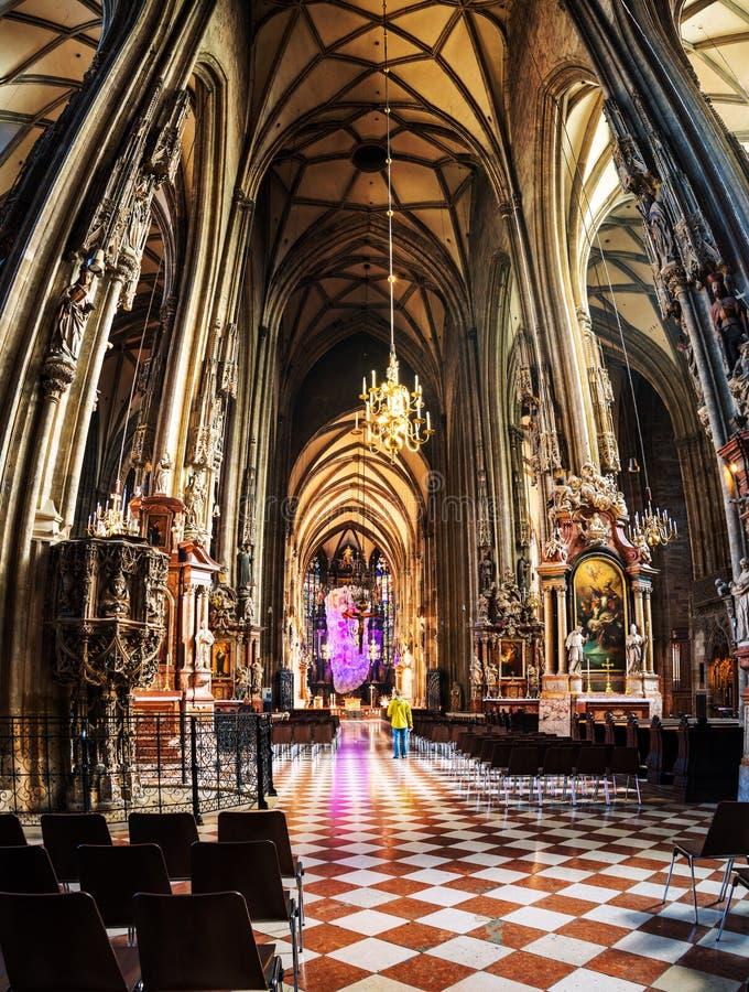 Innere Stephen-Kathedrale in Wien stockfotografie