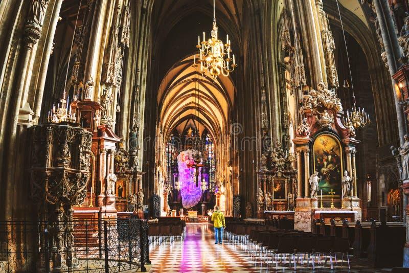 Innere Stephen-Kathedrale in Wien lizenzfreie stockfotografie