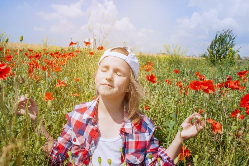 Innere Welt des Kindes Meditation als Lebensart stockfotografie