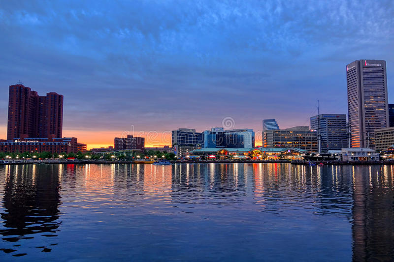 Innerer Hafen Baltimores an der Dämmerung lizenzfreie stockfotografie