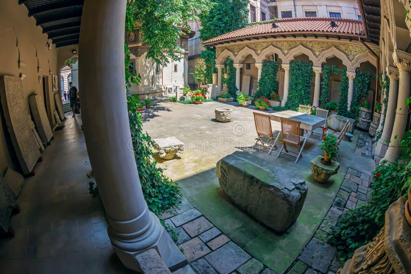 Innerer Hof von Stavropoleos-Kloster, Bukarest, Rumänien stockfotografie