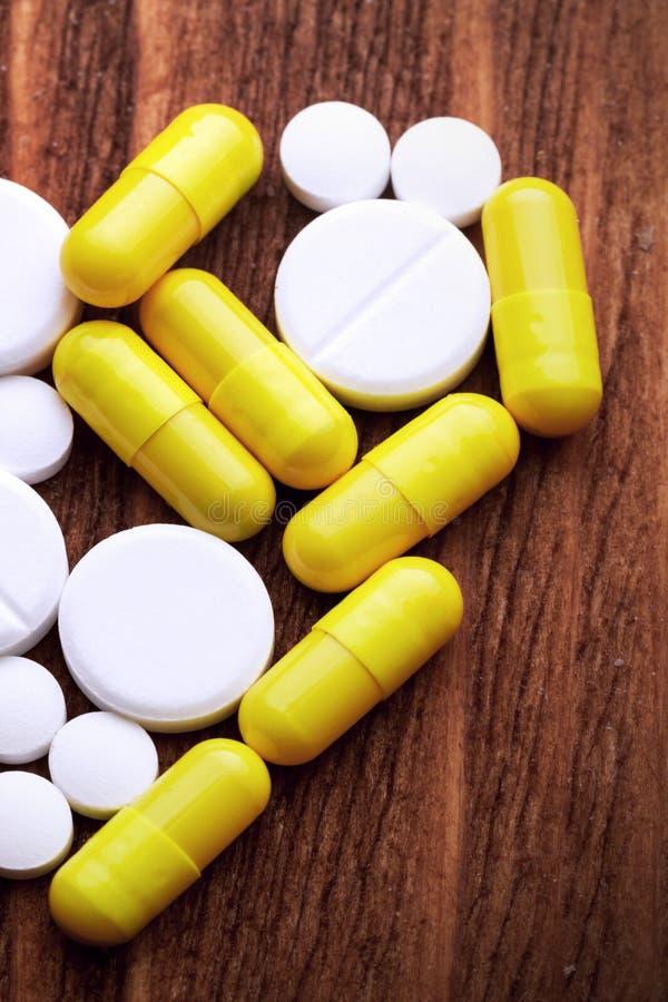 Inneres der Pillen und der Kapseln lizenzfreie stockbilder