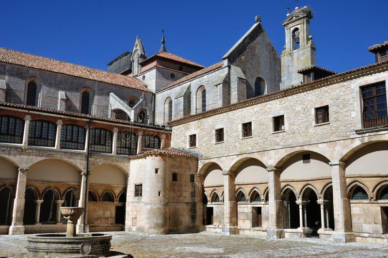 Inneres Yard des Klosters von Burgos, Spanien stockfoto