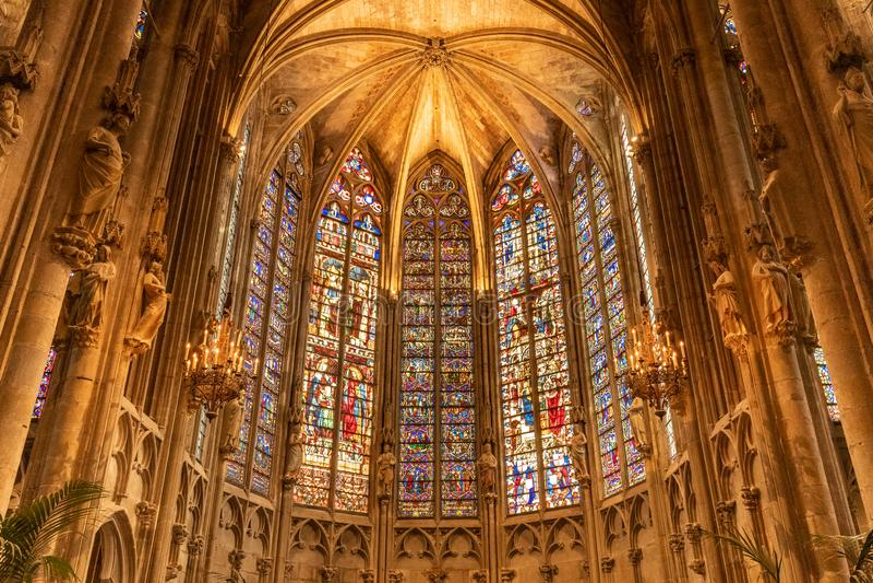 Innerhalb Carcassonne-Kirche Frankreich stockfoto