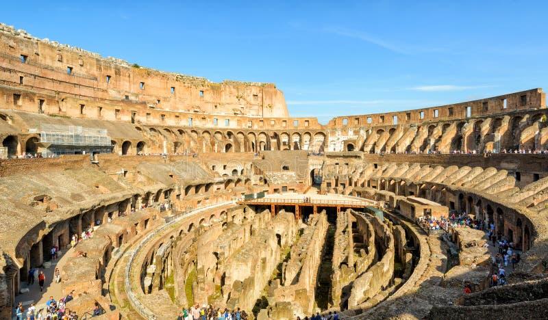 Innerhalb Colosseum (Kolosseum) in Rom, Italien lizenzfreies stockfoto