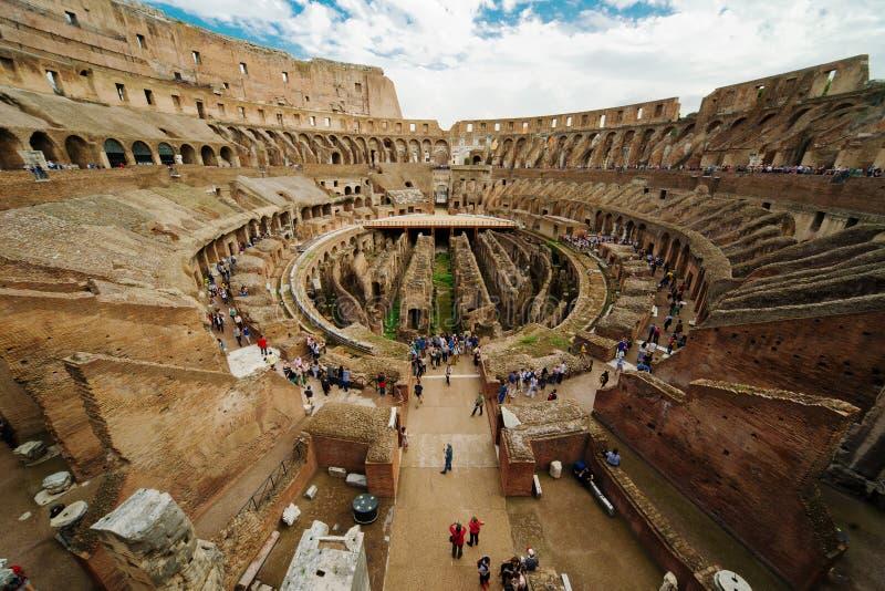 Innerhalb Colosseum in Rom stockfotos