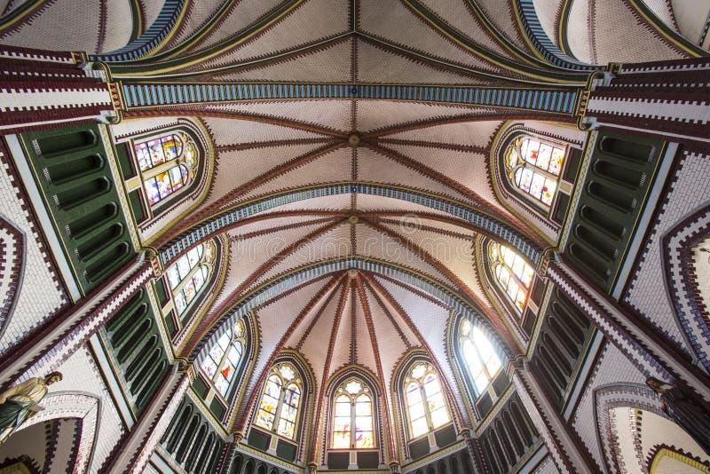Innerhalb der Kathedrale der Heiligen Maria lizenzfreie stockfotos