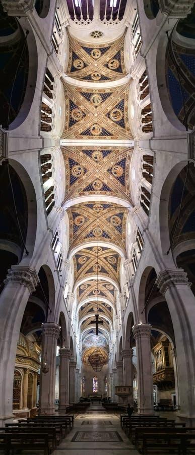 Innerhalb der Kathedrale von San Maritino in Lucca, Italien stockbilder