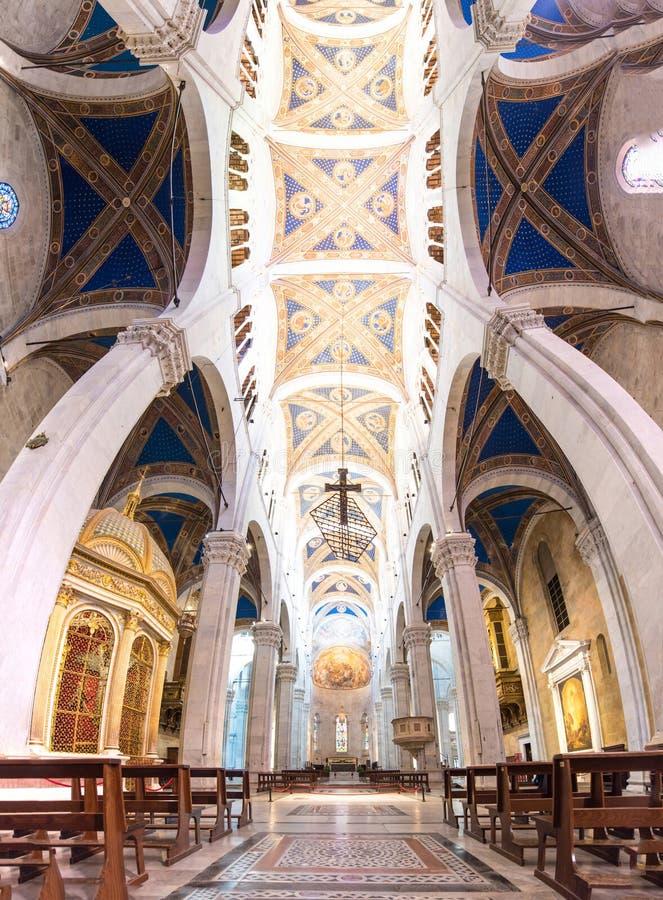 Innerhalb der Kathedrale von San Maritino in Lucca, Italien stockfotos