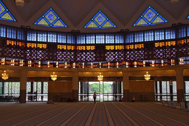 Innerhalb der Malaysia-Staatsangehörig-Moschee lizenzfreies stockfoto