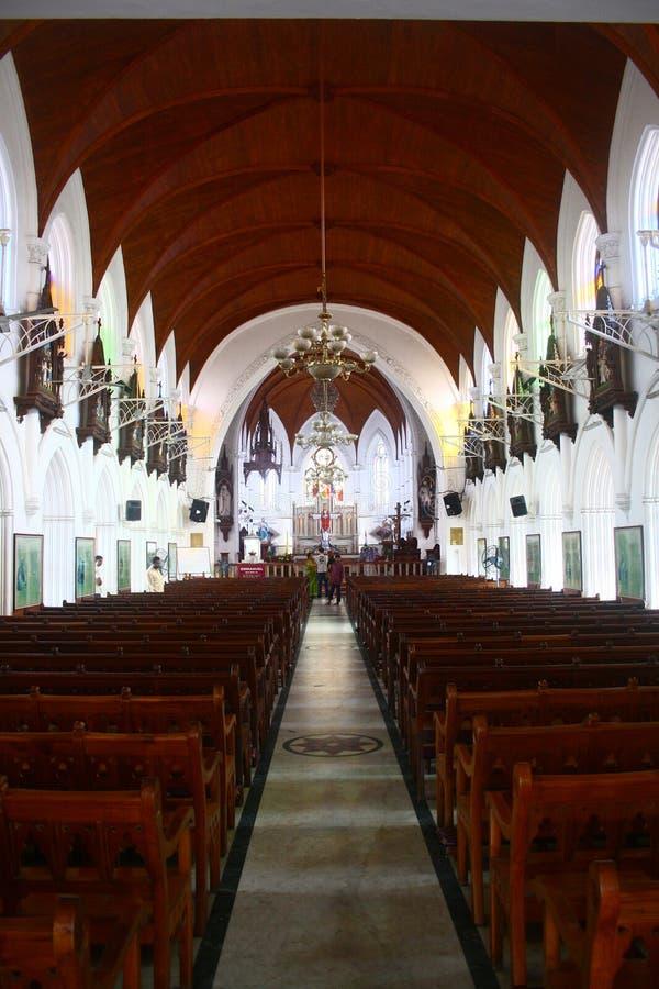 Innerhalb der Santhome Basilika-Kirche bei Indien stockfoto