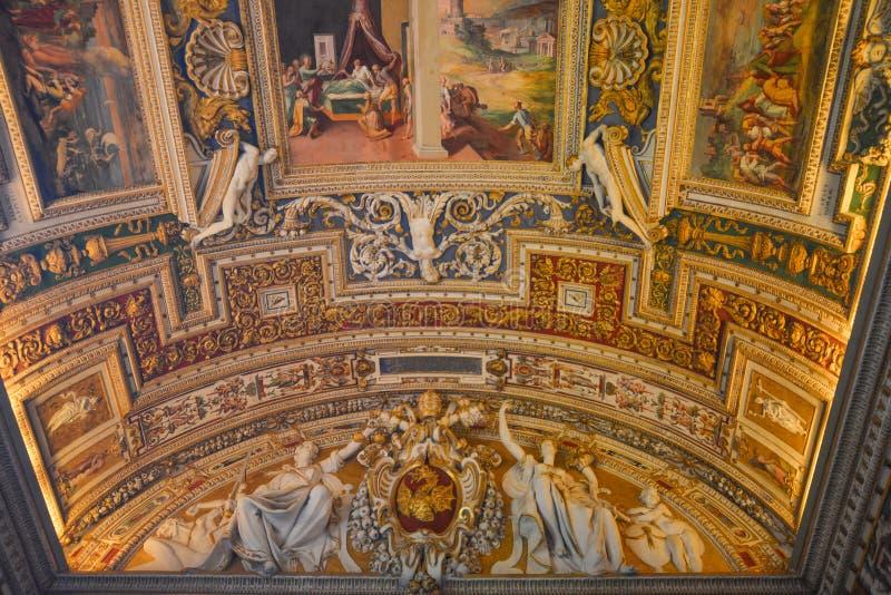 Innerhalb der Vatikan-Museen stockfotos