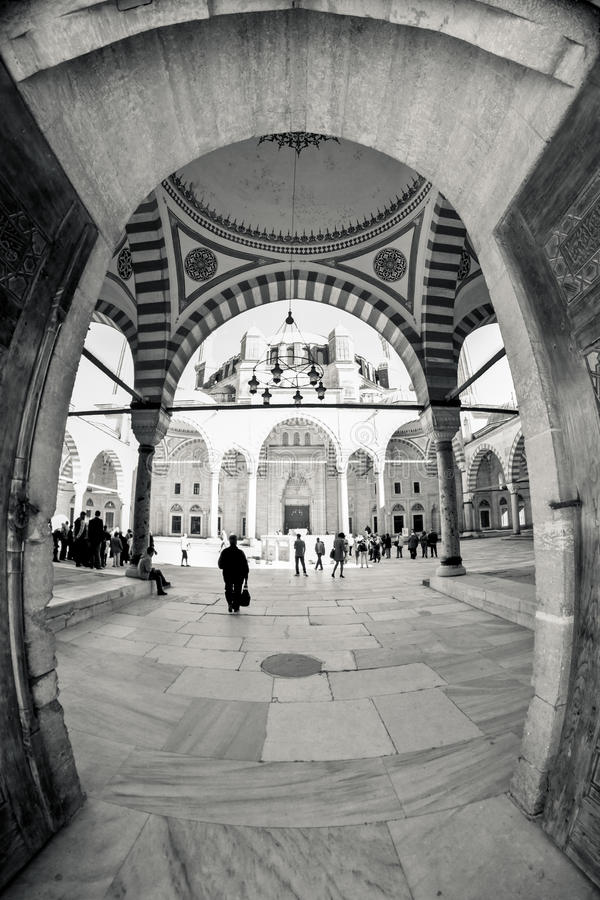 Innerhalb der Wände einer traditionellen türkischen Moschee stockfoto