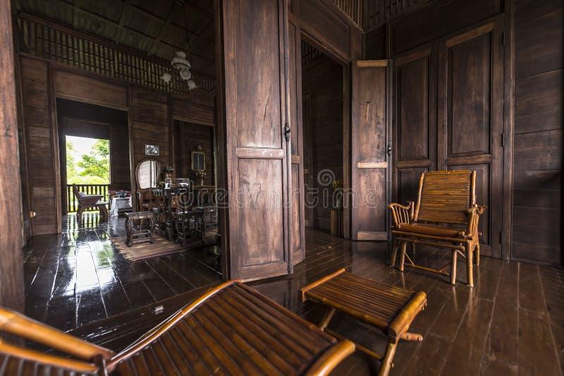 Innerhalb des alten Hauses von Thailand stockbild
