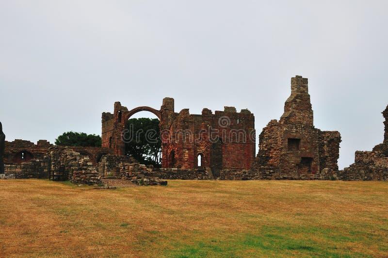 Innerhalb des Bodens eines ruinierten Klosters. lizenzfreies stockfoto