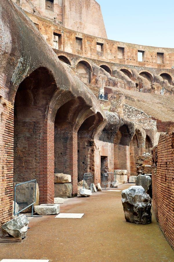 Innerhalb des Colosseum in Rom stockbild