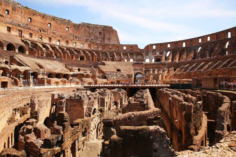 Innerhalb des Colosseum in Rom, Italien lizenzfreie stockbilder