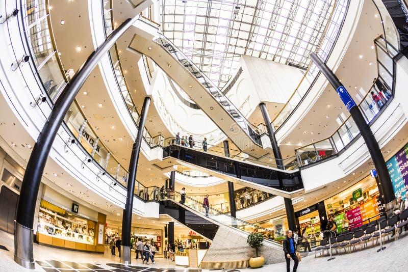 Innerhalb des Einkaufszentrums Galeria Krakowska in Krakau lizenzfreies stockfoto