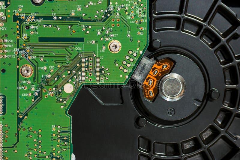 Innerhalb des Festplattenlaufwerks des Computers lizenzfreie stockfotos