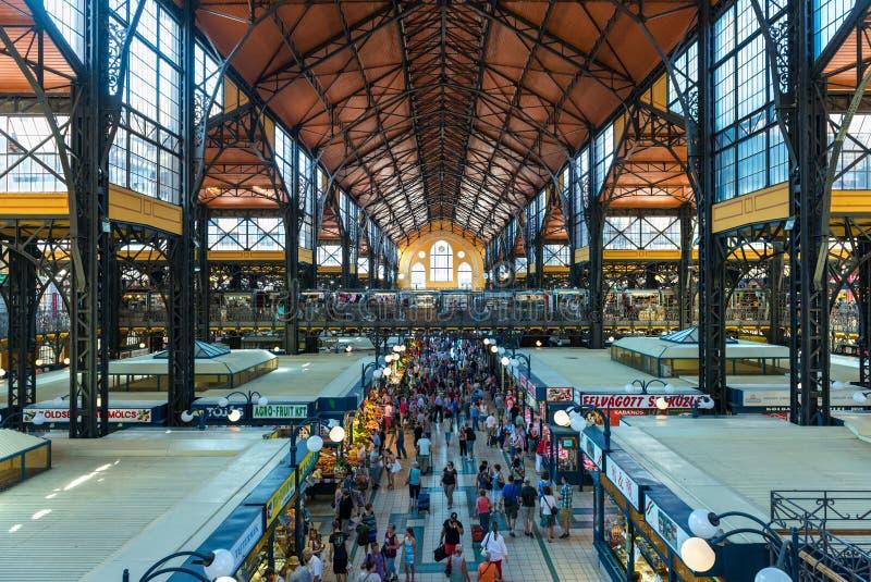 Innerhalb des großen Marktes Hall in Budapest lizenzfreie stockfotos