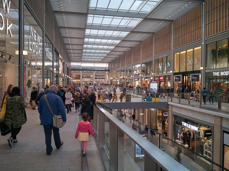 Innerhalb des modernen Mall-Piazzaeinkaufens in Oxford, Großbritannien lizenzfreie stockfotos