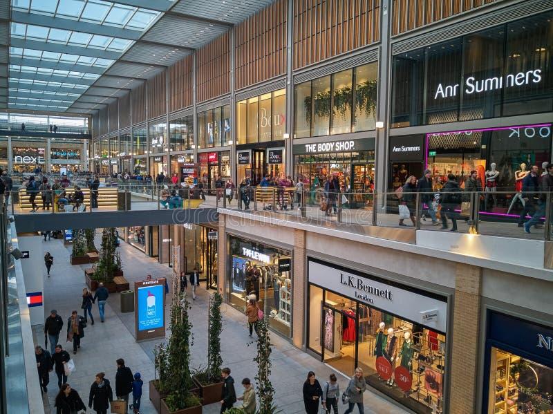 Innerhalb des modernen Mall-Piazzaeinkaufens in Oxford, Großbritannien lizenzfreies stockfoto