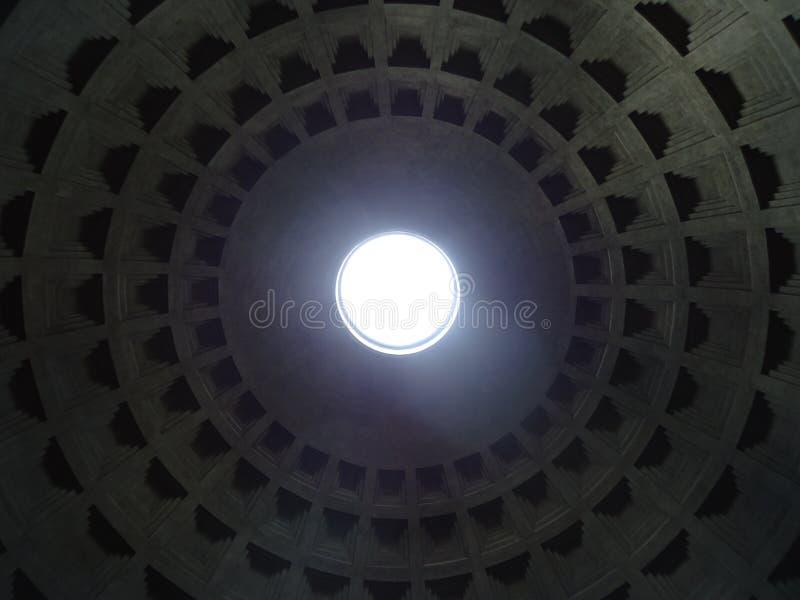 Innerhalb des römischen Pantheons lizenzfreie stockfotos