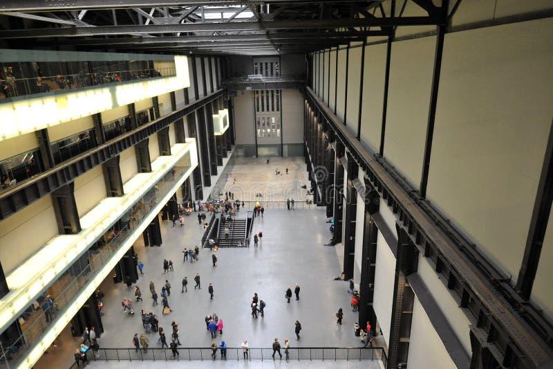 Innerhalb des Tate-Museumsgebäudes in London, England stockbilder