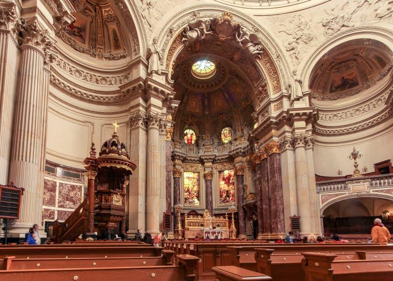Innerhalb Dom Berliners Berlin's-Kathedrale gelegen auf Museumsinsel stockbilder