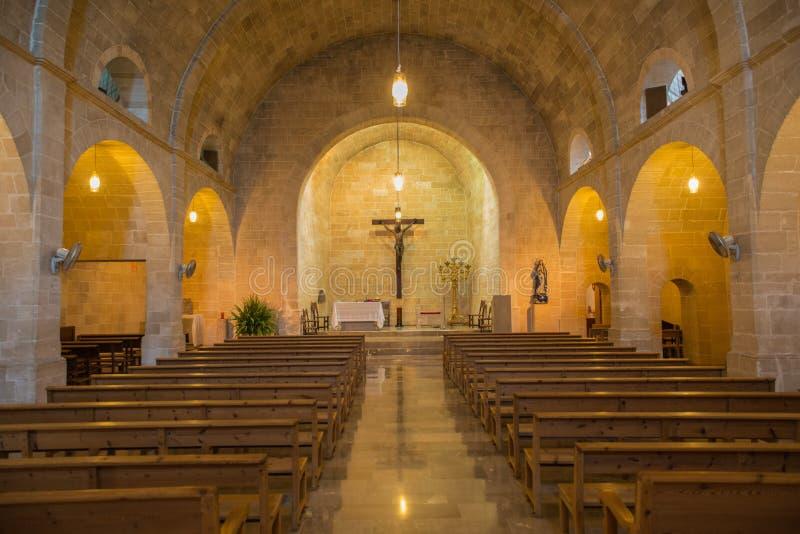 Innerhalb einer alten Kirche lizenzfreies stockbild